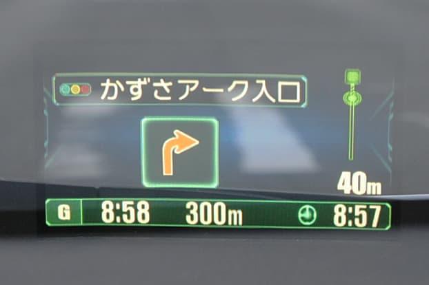 曲がる交差点名とそこまでの距離を右バーで表示