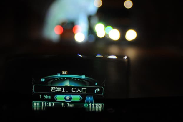オートディマー機能は、トンネル出入り口などの明暗時に、照度を見やすい明るさへ自動補正