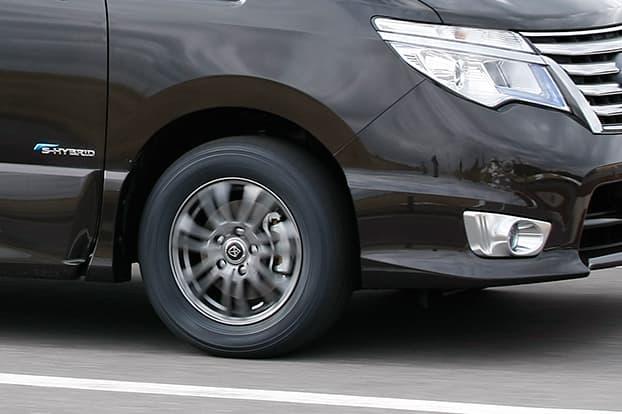 高速道路での繋ぎ目段差も縦揺れの収束はすばやくしっとり。