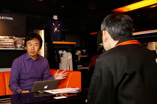 MINI世田谷テクニカルマネージャー酒井氏とインタビュアーの森口氏width=