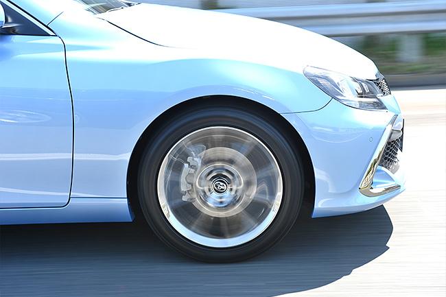 SHINOBIテクノロジーとサイレントコア(特殊吸音スポンジ)により、ガードレールや側面などの反射音が少ない