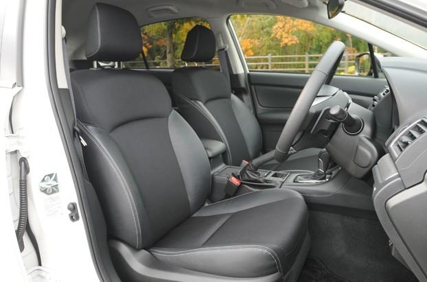 【インプレッサ】大きめのシートを採用したフロントシート